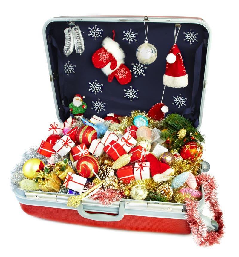 Mala de viagem grande com os presentes para o Natal imagens de stock