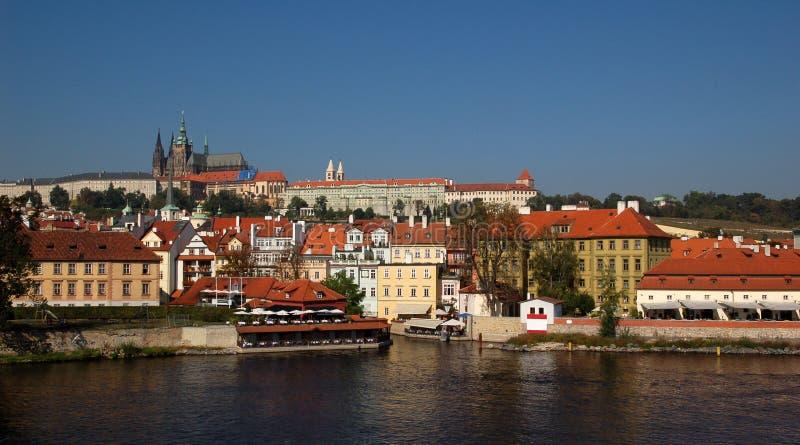 Mala Strana y castillo de Praga fotografía de archivo
