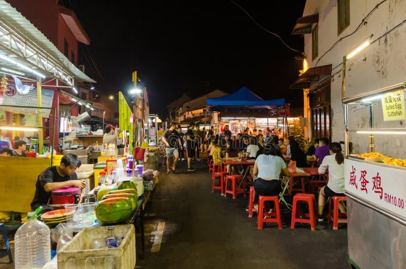 Malacca Malaysia - April 21,2019: Nattmarknaden p? fredag, l?rdag och s?ndag ?r den b?sta delen av den Jonker gatan, det s?ljer royaltyfri fotografi