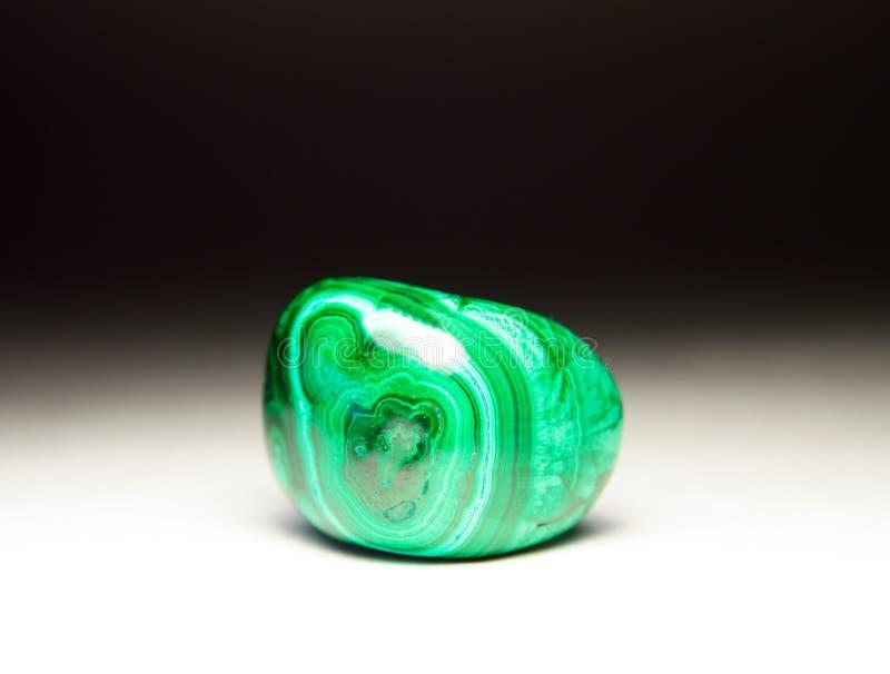 Malachite en pierre polie photos stock