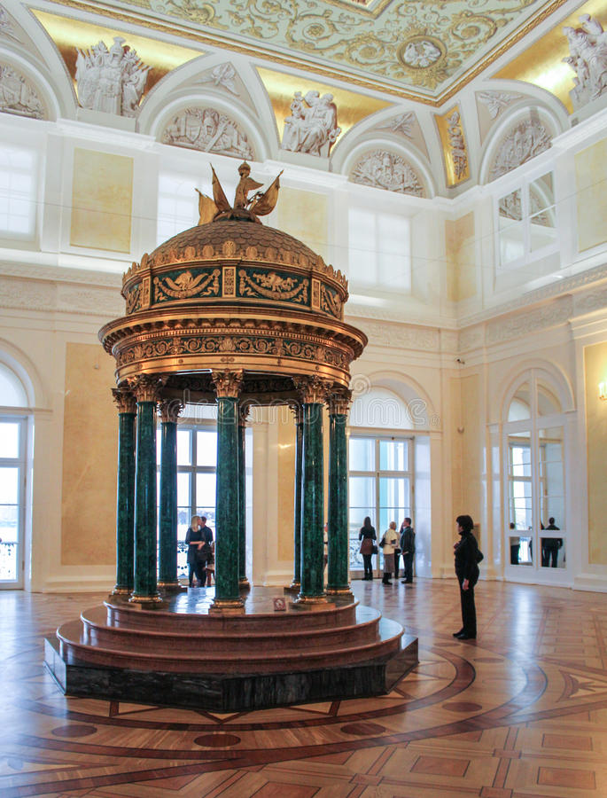 Malachite Hall de l'ermitage dans le rotunda images stock