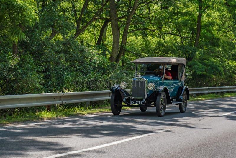 """MALACKY SLOVAKIEN †""""JUNI 2 2018: Chevrolet 1925 tar delen i körningen under veteran som bilen samlar Kamenak 2018 på Kamennyen royaltyfri bild"""
