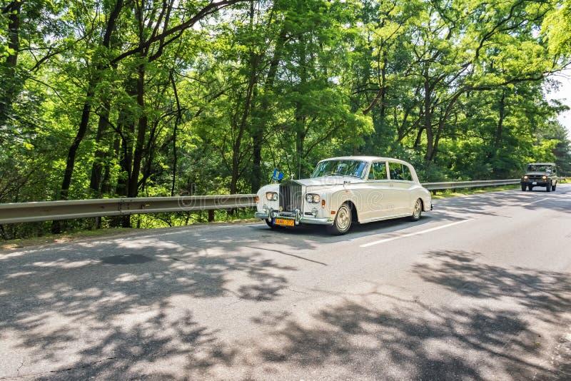 """MALACKY, SLOWAKEI-†""""AM 2. JUNI 2018: Rolls Royce Silver Cloud nimmt am Lauf während der Veteranenautosammlung Kamenak 2018 an t lizenzfreie stockfotografie"""