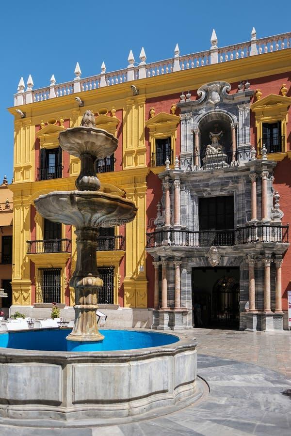 MALAGA, ANDALUCIA/SPAIN - 25 DE MAIO: Desig barroco do palácio do bispo foto de stock