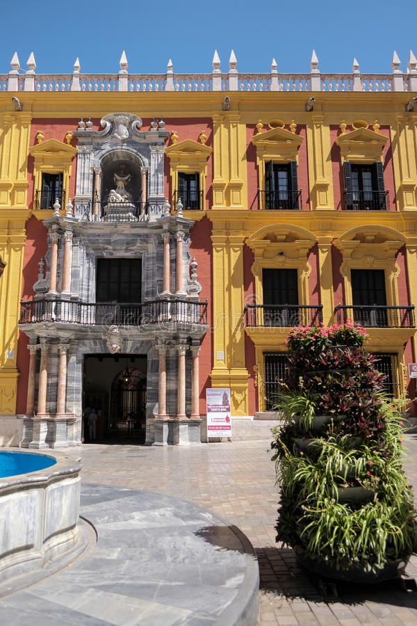 MALAGA, ANDALUCIA/SPAIN - 25 DE MAIO: Desig barroco do palácio do bispo fotografia de stock royalty free