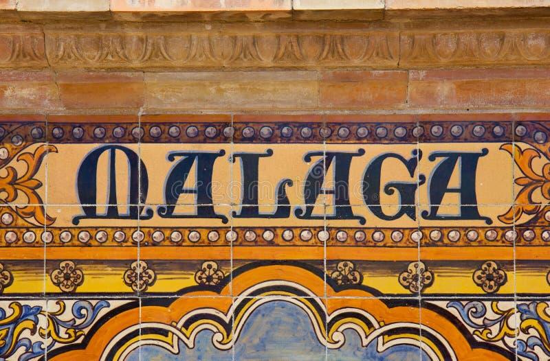 Malaga cede firmando un documento una parete del mosaico immagine stock libera da diritti