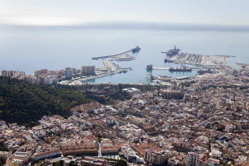 Malaga in città veduta dall'aria con il suo porto. fotografia stock