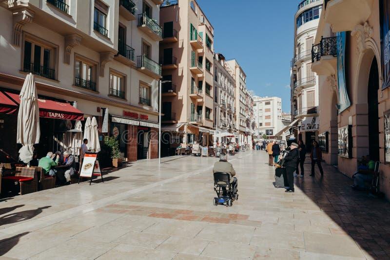 MALAGA, ESPANHA - 5 de dezembro de 2017: Vista da rua de Alcazabilla no centro da cidade de Malaga o 5 de dezembro de 2017 fotos de stock royalty free