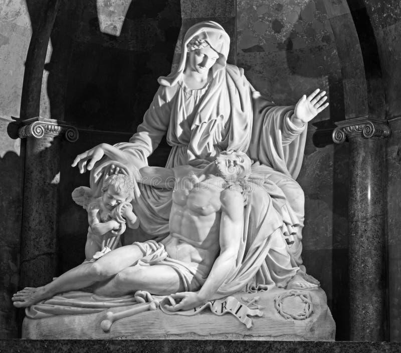 Malaga - o Pieta de mármore branco pelos irmãos de Pisani (1802) na catedral fotografia de stock