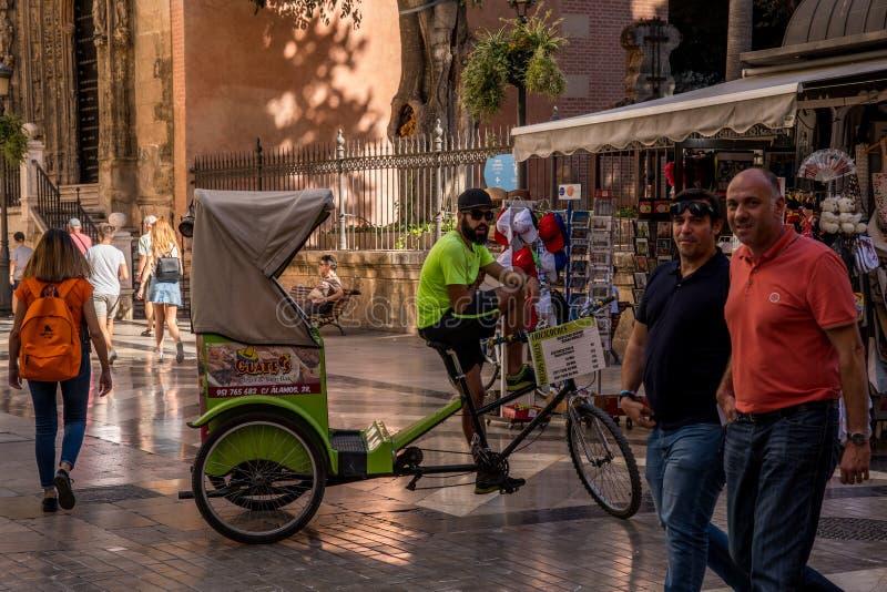 Download Malaga Rowerowy Uliczny Przewodnik Wycieczek Fotografia Editorial - Obraz złożonej z bicykl, tour: 106907597