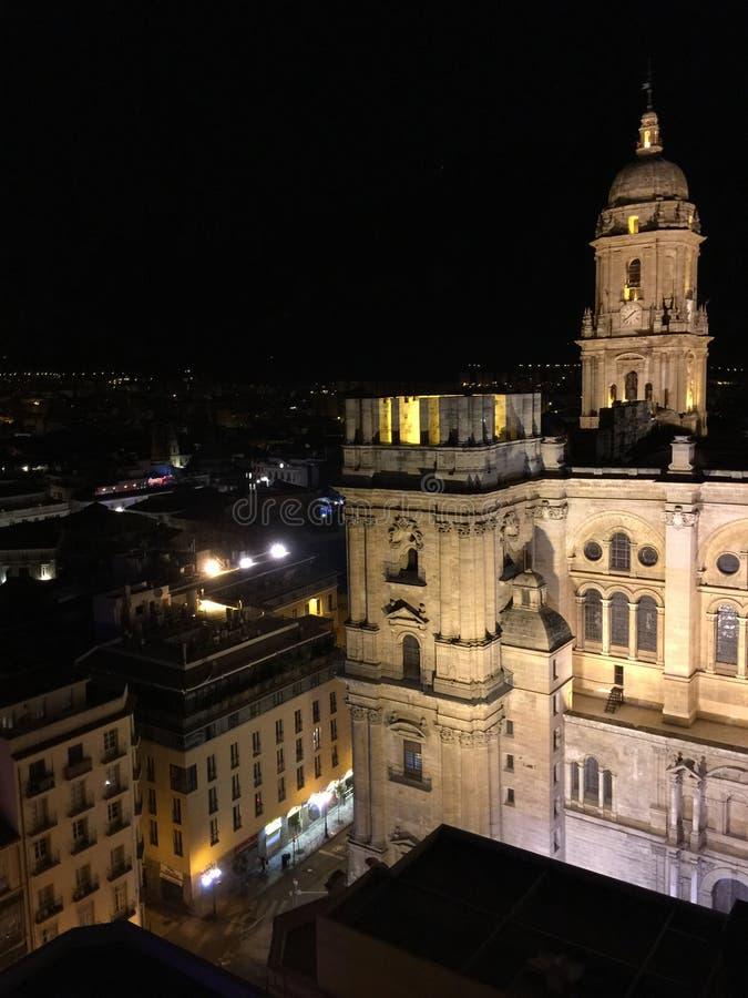 MALAGA ` S katedra PRZY nocą obraz royalty free