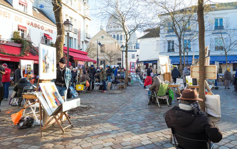 Malarzi sprzedaje ich pracę na sławnym miejscu Du Tertre w Montmartre, Paryż, Francja fotografia stock