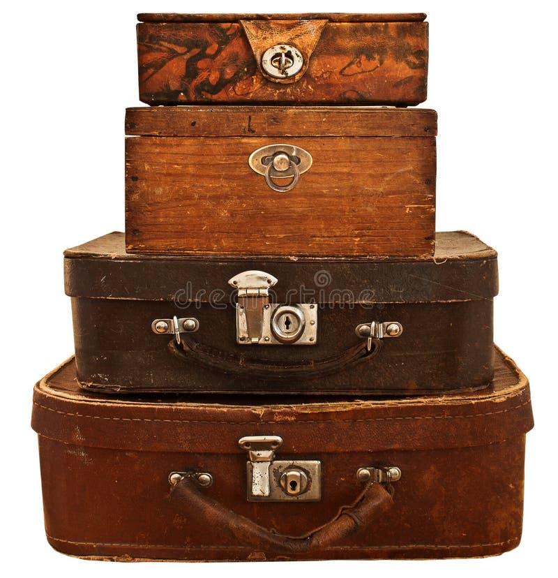 Malas de viagem velhas e caixas empilhadas. fotos de stock royalty free