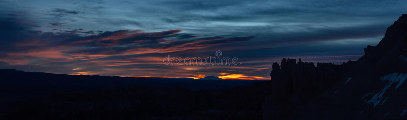 Malas sombras silueteadas en Bryce Canyon Sunrise imágenes de archivo libres de regalías