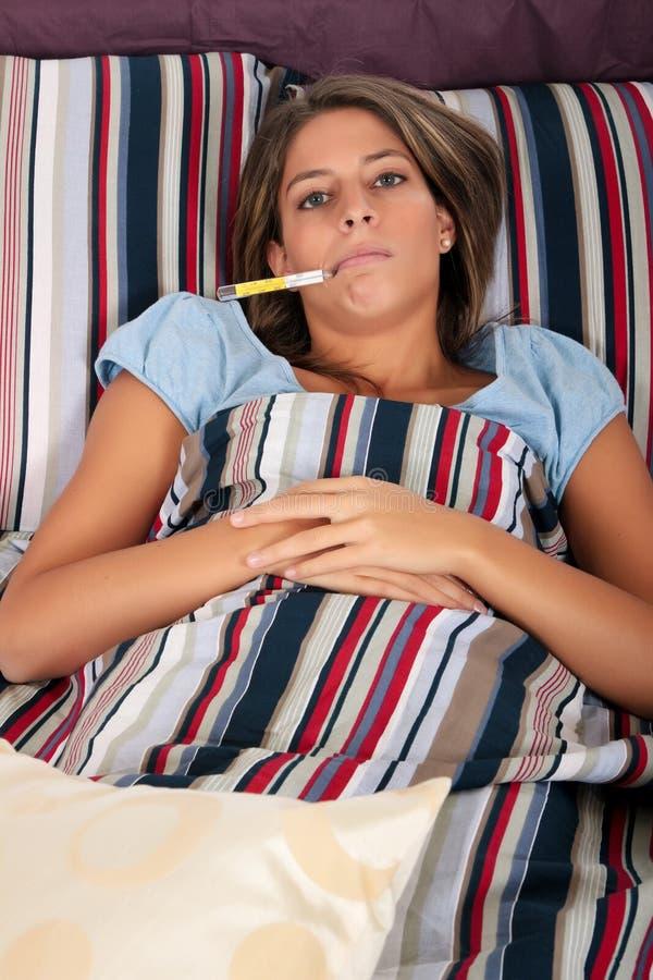 Malato della camera da letto della donna immagini stock for Disegni della camera da letto della spiaggia