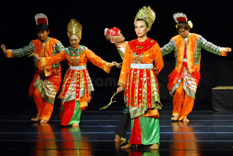 MALAY INDONESIAN DANCE editorial stock image. Image of asia  35561674