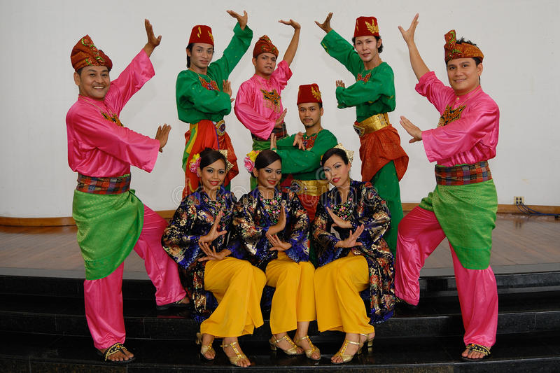 Download Malay Traditional Dance editorial photography. Image of dancer - 28002227