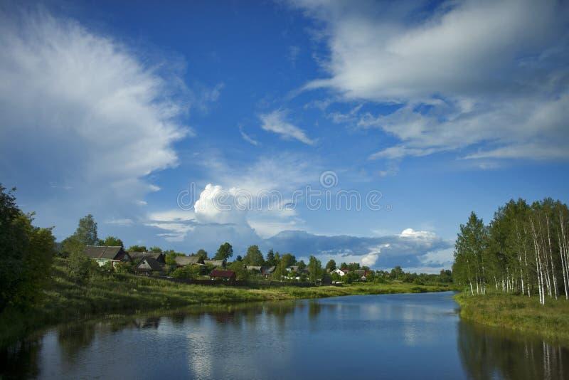 Malaya Vishera lata krajobraz zdjęcie stock