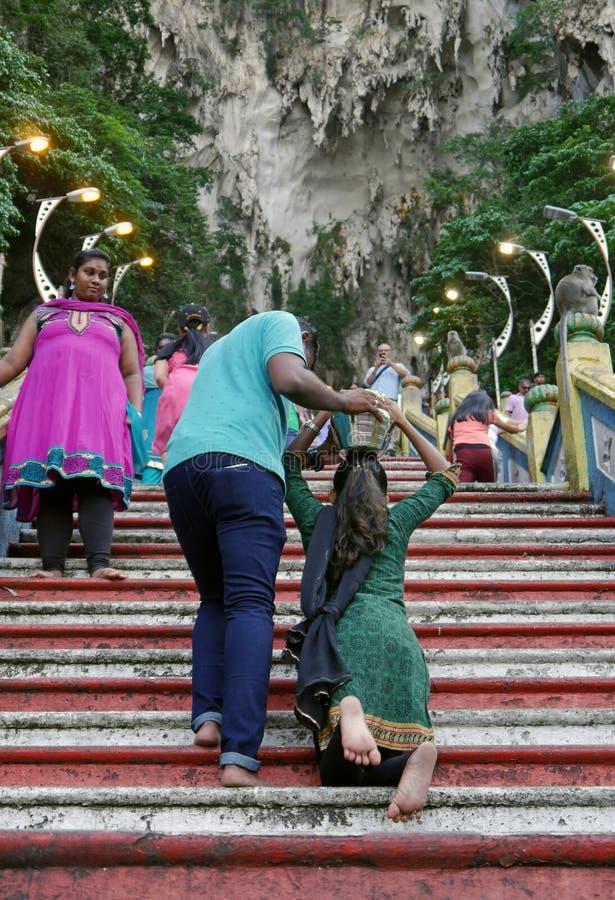 Malaysische hindische eifrige Anhänger gesehen an Batu-Höhlen malaysia stockbilder