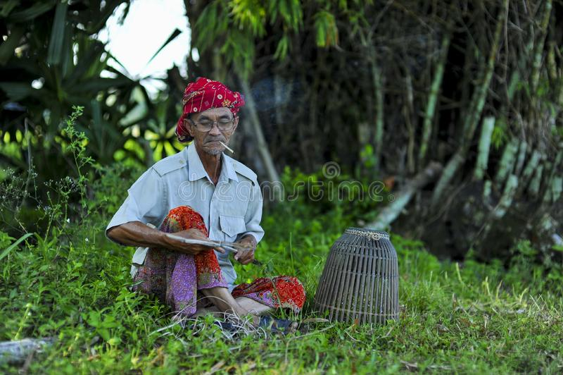 Malaysische lokale Leute in Dorf environtment lizenzfreie stockbilder