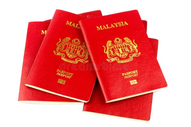 Malaysische Pässe auf weißem Hintergrund lizenzfreie stockbilder