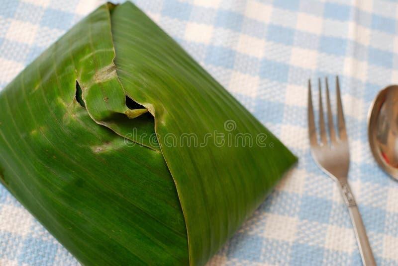 Malaysische traditionelle Nahrung im Bananenblatt lizenzfreie stockfotografie