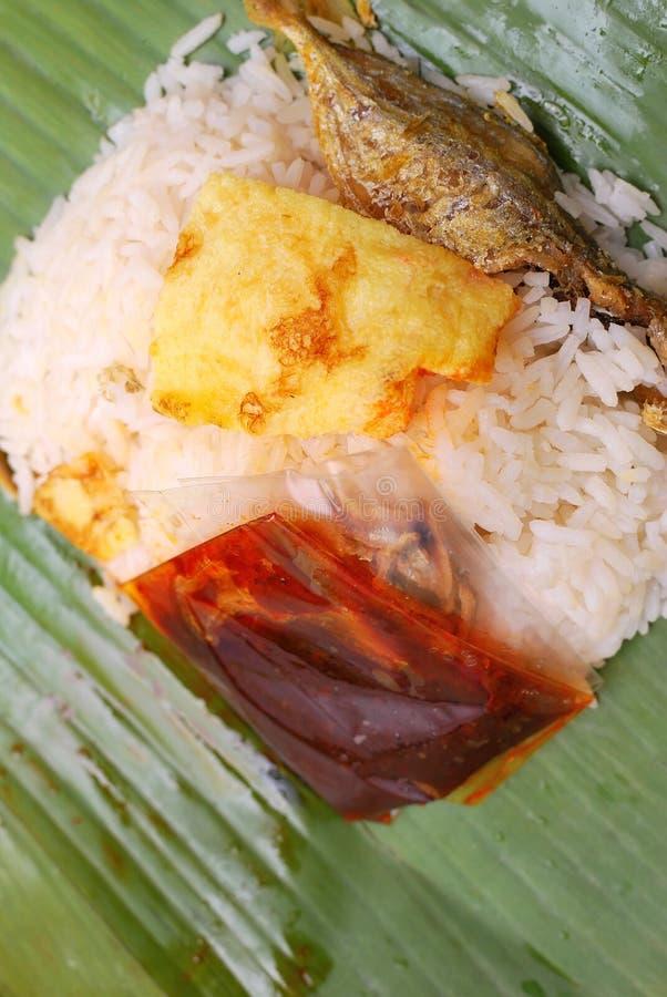 Malaysische traditionelle Nahrung im Bananenblatt lizenzfreie stockbilder