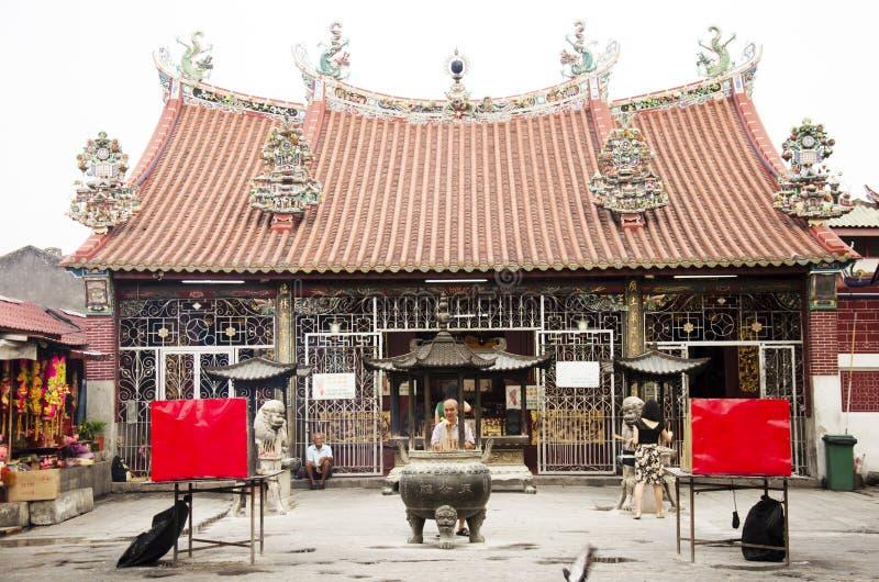 Malaysisk folkritual och lönrespekt till guden på Guanyin bodhis arkivfoton