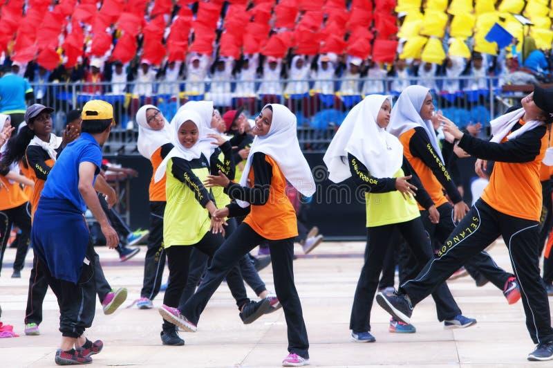 Malaysiska studenter som öva för Hari Merdeka i Malaysia, Kuala Lumpur arkivbild