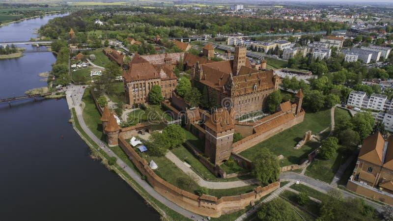 Malbork ein starkes Teutonic Schloss ?ber dem Nogat von einer Vogelschau stockfotografie