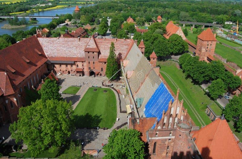 Malbork, Polen: Mening van Kasteel en Rivier stock fotografie