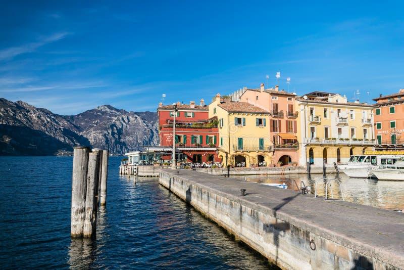Malcesine jest miasteczkiem na Jeziornym Gardzie (Włochy) fotografia royalty free