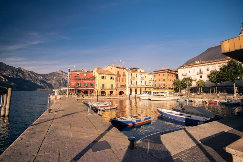 Malcesine jest miasteczkiem na Jeziornym Gardzie Włochy fotografia royalty free
