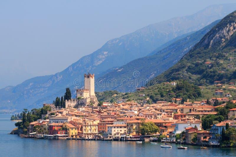 Malcesine na costa ocidental do lago Garda imagem de stock royalty free