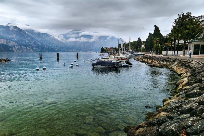 Malcesine y lago Garda foto de archivo libre de regalías