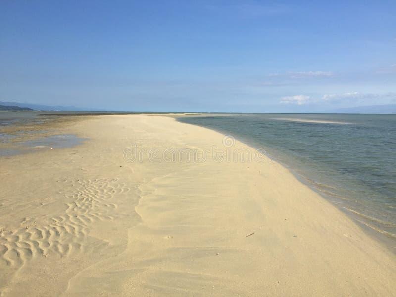 Maldivas das Filipinas, barra de areia de Manjuyod, Dumaguete imagens de stock royalty free