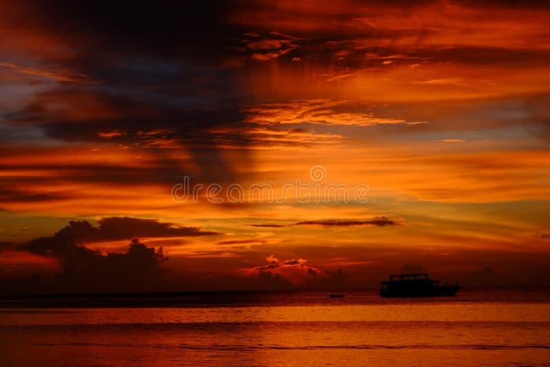 Maldive заход солнца стоковая фотография