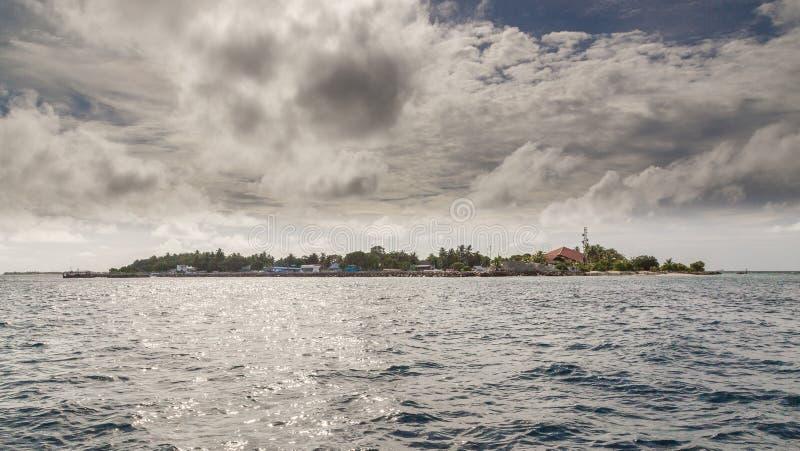 Maldiverna för ö för Meedhoo Raa-atoll panorama arkivbilder