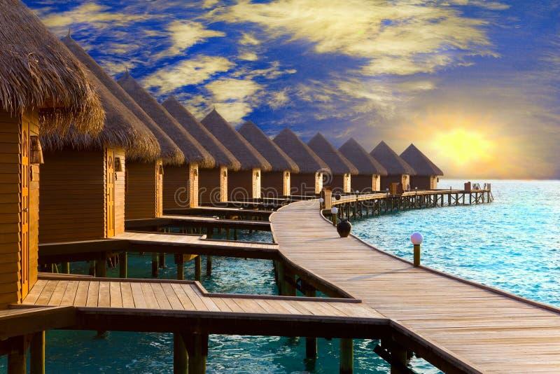 Maldives. Landhaus auf Stapel auf Wasser zu der Zeit SU lizenzfreies stockbild