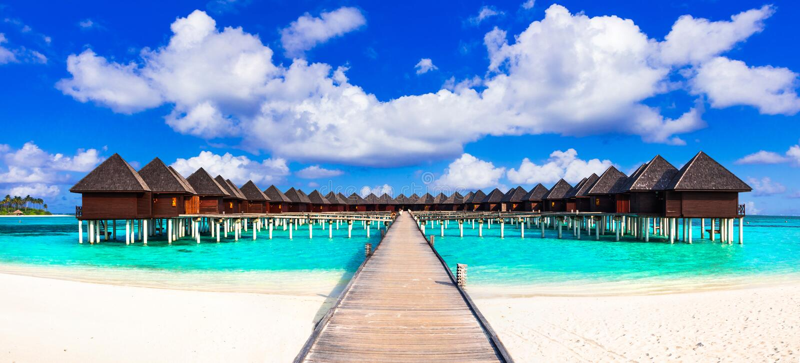 Maldives, luksusowi tropikalni wakacje w wodnych willach fotografia royalty free
