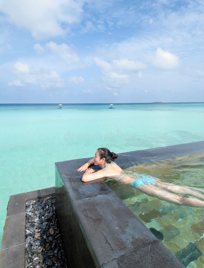Maldives-Strandurlaubsorte lizenzfreie stockfotografie