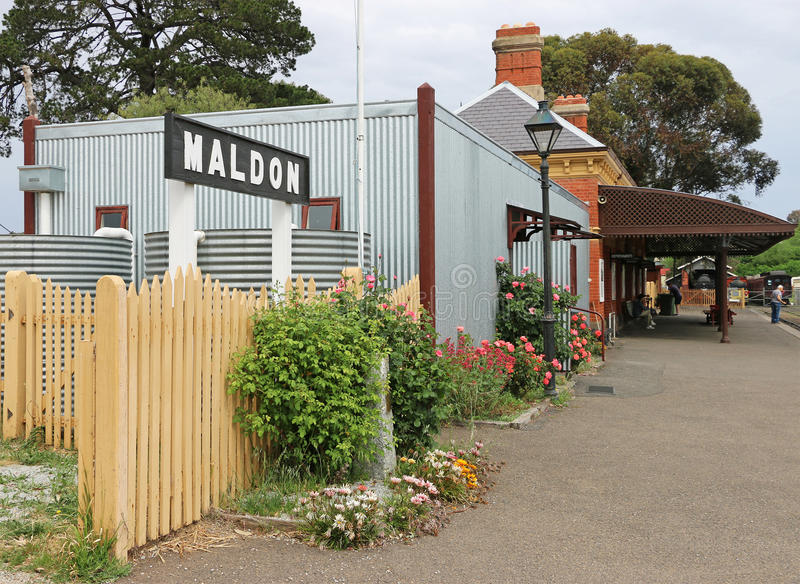 Maldon火车站(1884)被关闭了到铁路在世界大战2期间,但是现在举办蒸汽列车行程对Castlemaine 库存图片