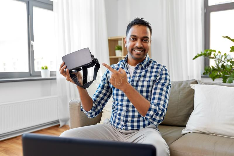 Male blogger with vr glasses videoblogging at home royalty free stock photos