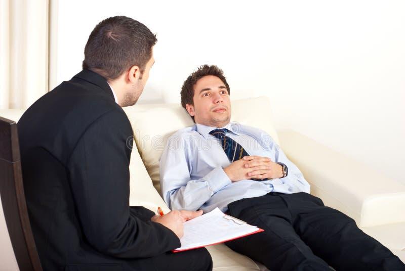 male patient psykiater royaltyfri fotografi