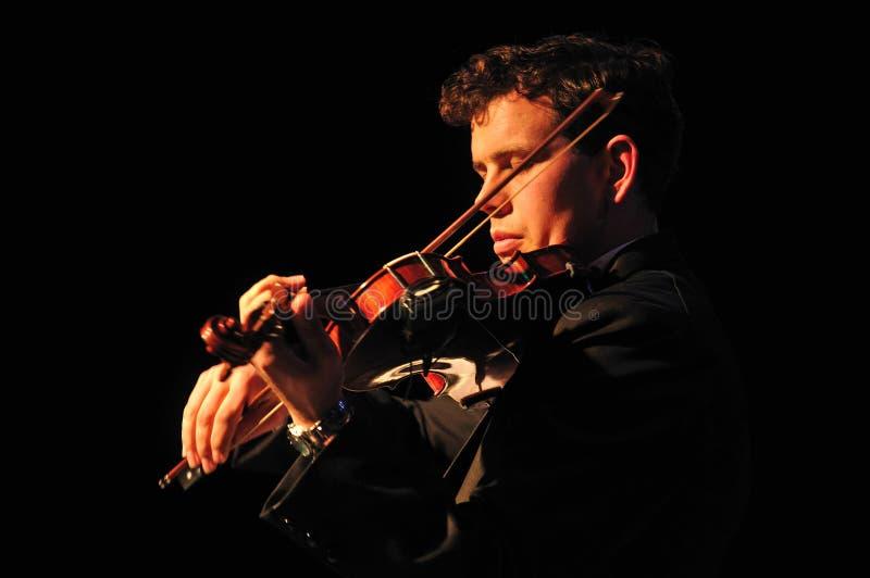 Male violinister royaltyfri fotografi