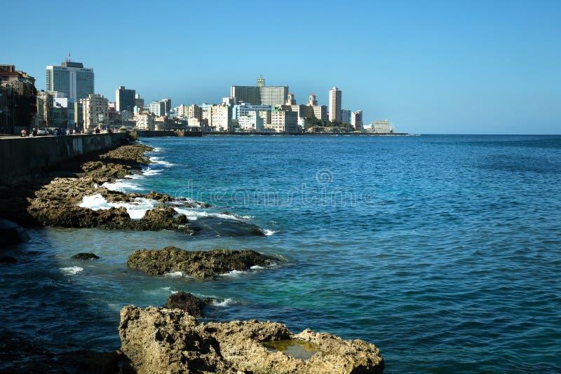 Malecon i havannacigarr i Kuba royaltyfri foto