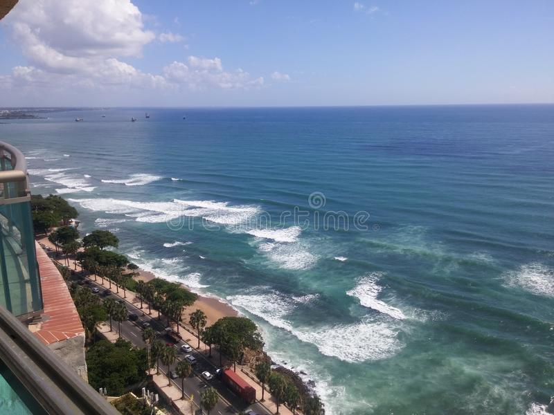 Malecon Santo Domingo do mar das caraíbas do litoral, República Dominicana imagens de stock royalty free