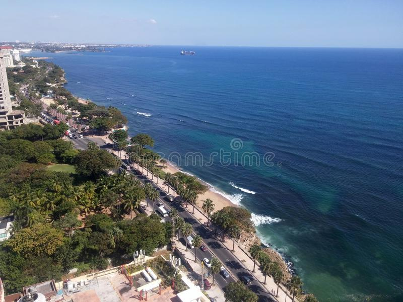Malecon Santo Domingo do mar das caraíbas do litoral, República Dominicana fotografia de stock royalty free