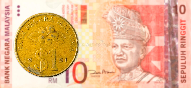 1 Maleis ringgit muntstuk tegen Maleis ringgit 10 bankbiljet royalty-vrije stock foto