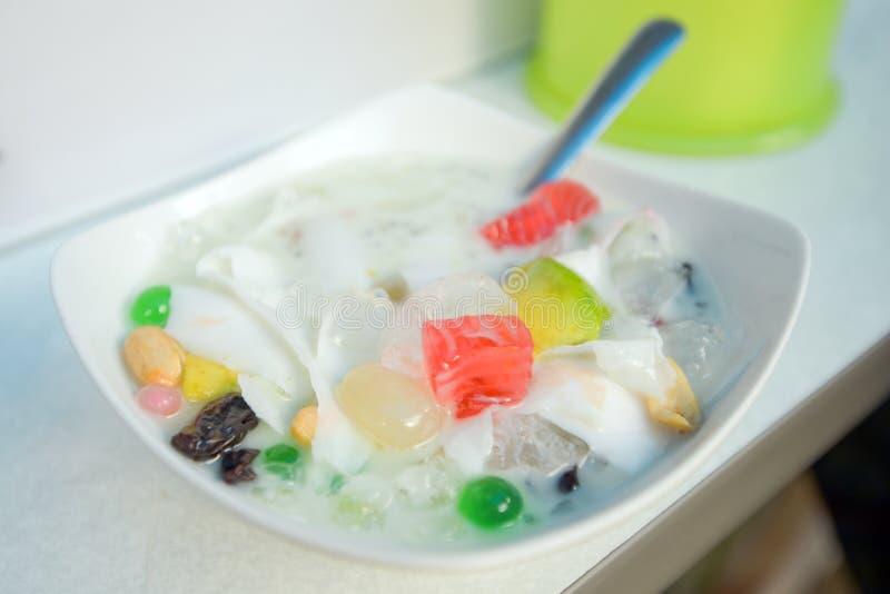 Maleise van S Teler het traditionele heerlijk Aziatische en zoete dessert kacang Cendol of S Dawet van Indonesië stock afbeeldingen